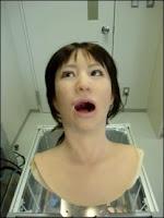Simroïd quelque peu inquiète dans le fauteuil du dentiste. Document NDU.