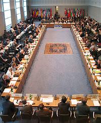 Le Conseil permanent de l'OSCE siégant à Vienne.