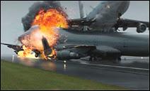 Un B-747 de la compagnie néerlandaise KLM en train de décoller sur l'aéroport de Ténérife percute à plus de 300 km/h un B-747 de la compagnie américaine Pan Am qui roulait sur la piste. La catastrophe fit 583 victimes.