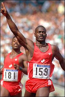 Ben Johnson consacré champion olympique aux JO de Séoul en 1988. Contrôlé positif au stéroïde annabolisant Stanozolol, il sera radié à vie des compétitions en 1993. Document Getty images.