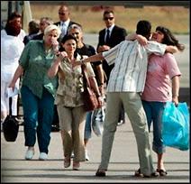 Arrivée des infirmières bulgares à Sofia le 24 juillet 2007. Document AFP.