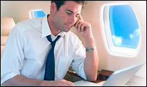Internet et liaison Wi-Fi seront disponibles dans les avions de la compagnie American Airlines en 2008. Evidemment, cette photographie a été prise en 1ere classe ! Document AA.