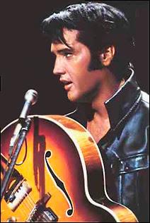 Elvis Presley lors de son One Man Show sur NBC en 1968.