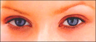 Les yeux bleus de Christina Aguilera.