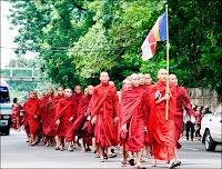 Manifestation pacifique de bonzes birmans à Rangoon, le 18 septembre 2007. Document Reuters.