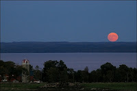 la Lune des moissons photographiée le 17 septembre 2005 à Georgoan Bay (USA). Document Steve Irvine.