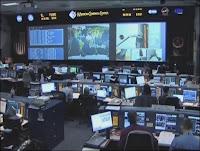Centre de Contrôle MCC de la NASA pendant la remise sur orbite du Télescope Satial Hubble. Document NASA.