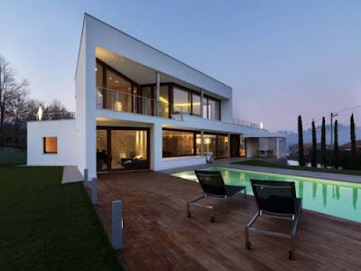 Modern-luxury-house-with-large-windows-swimming-pool-and-outdoor-chairs