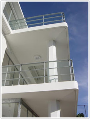unique-art-deco-home-design-balcony