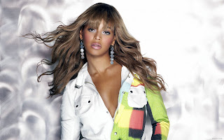 AMERICAN POP/R&B SINGER-ACTRESS: BEYONCE MODELING