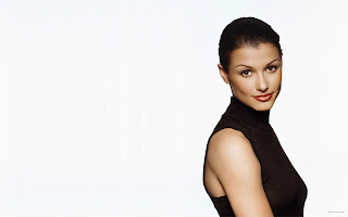 AMERICAN MODEL BRIDGET MOYNAHAN BEAUTIFUL WALLPAPERS  IN BLACK DRESS