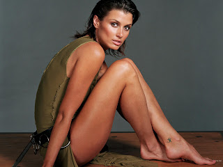 AMERICAN ACTRESS BRIDGET MOYNAHAN IN REALLY HOT DRESS