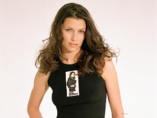 AMERICAN ACTRESS BRIDGET MOYNAHAN WALLPAPER IN BLACK DRESS