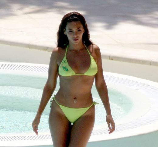 Hot Hollywood Celebrities Bikini Pictures Collection
