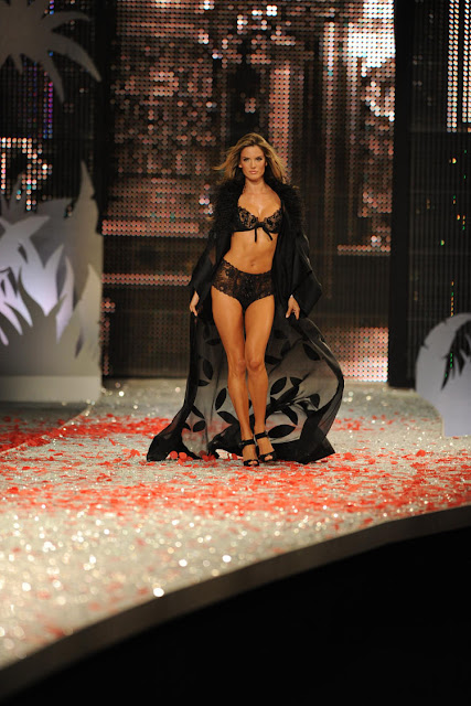 Victoria Secret's Hottest Top Model Fashion Show Pictures