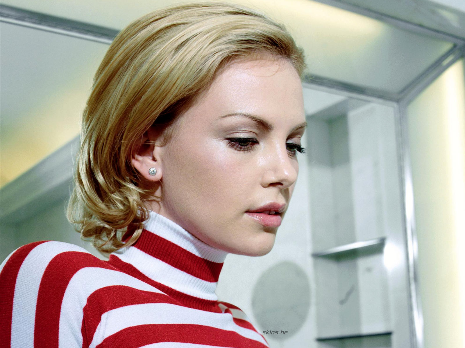 http://1.bp.blogspot.com/_GCAuqodmOE4/TS_ZCUj9uWI/AAAAAAAAG-k/h70BNUct_Yc/s1600/Charlize+Theron+In+Sexy+Strip+Shirt+Photos+%25286%2529.jpg