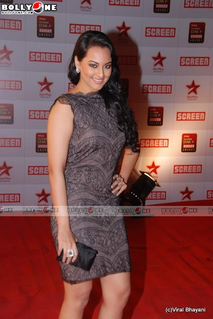Sonakshi Sinha in Sexy Dress at Star Screen Awards 2011