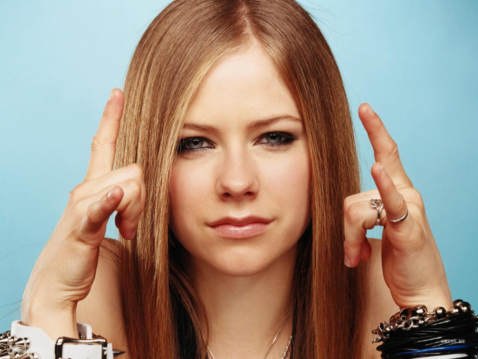 http://1.bp.blogspot.com/_GCAuqodmOE4/TSlAsgsaFtI/AAAAAAAAGyU/oJgJaeaNvKc/s1600/Avril+Lavigne+Picture+%252821%2529.jpg