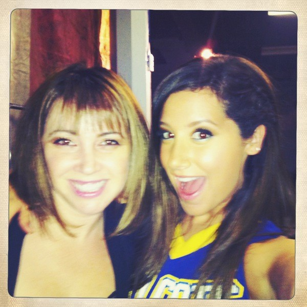 Ashley Tisdale twitter pictures from the set of Hellcats-2