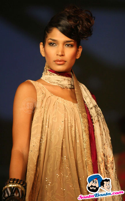 Hot Indian Super Models Walk at 'The Ramp Manish Show'