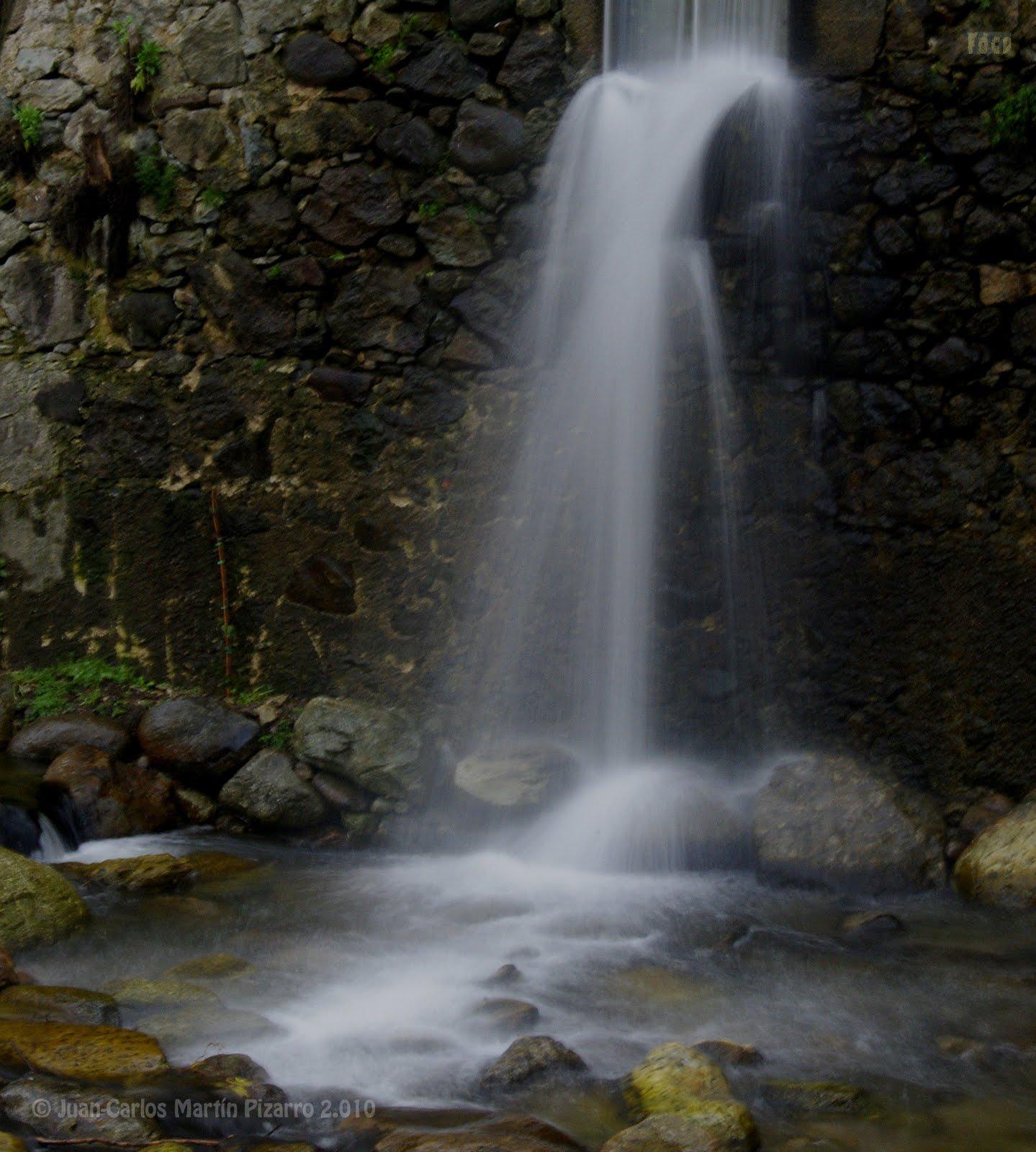 Fotos de cualquier parte cascada artificial for Cascada artificial casera