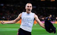 Arti Tulisan di Kaos Iniesta Saat Cetak Gol Kemenangan Spanyol