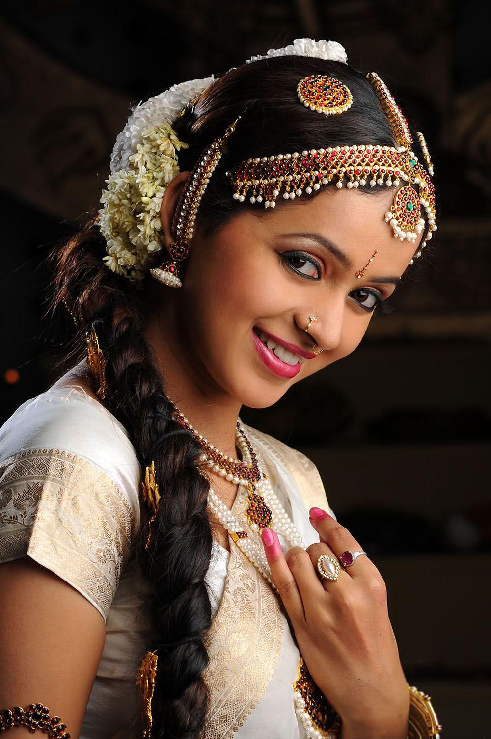 bhavana mallu masala actress not exposing