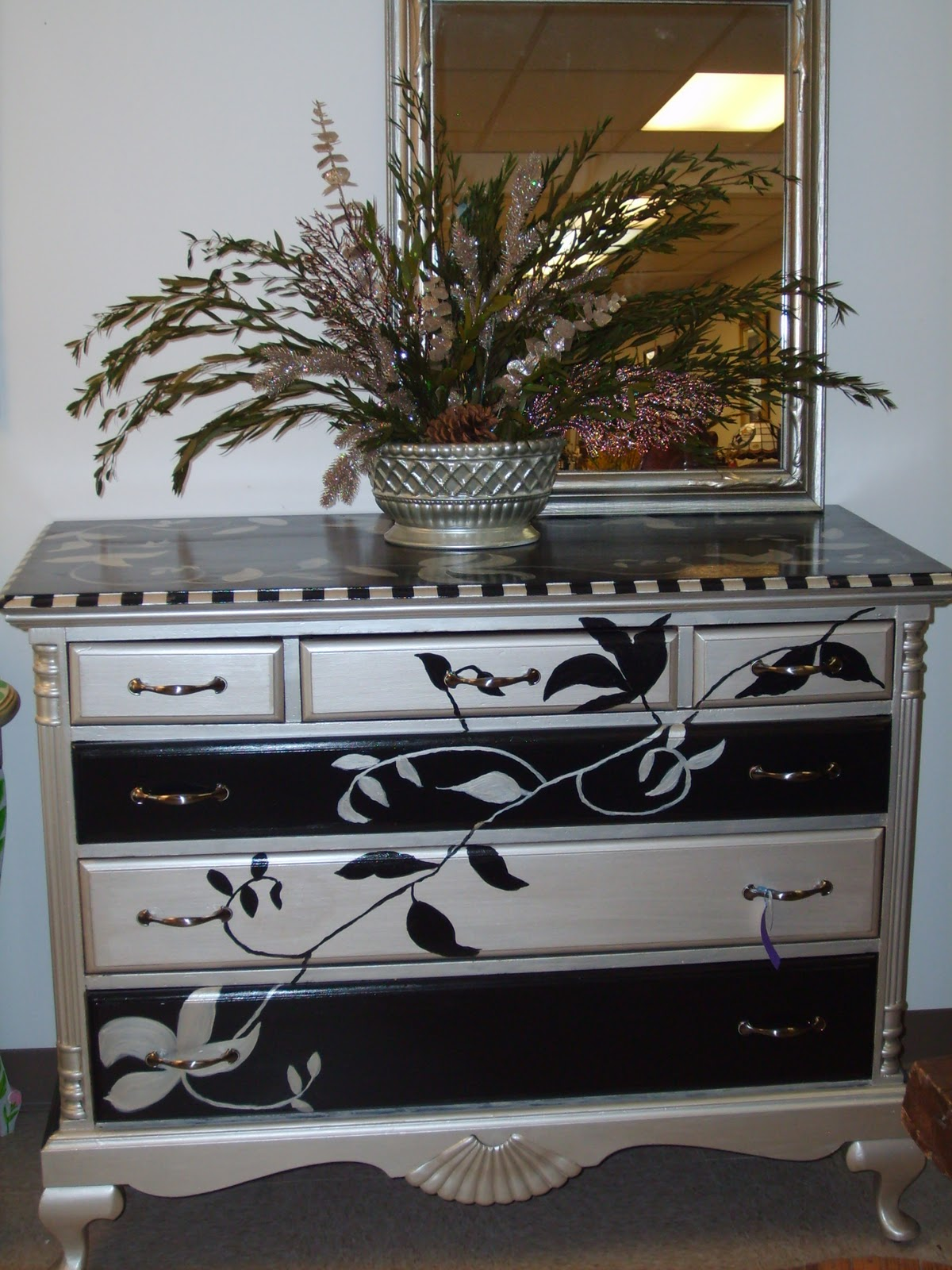 Serendipity Lane Upscale Furniture Consignment