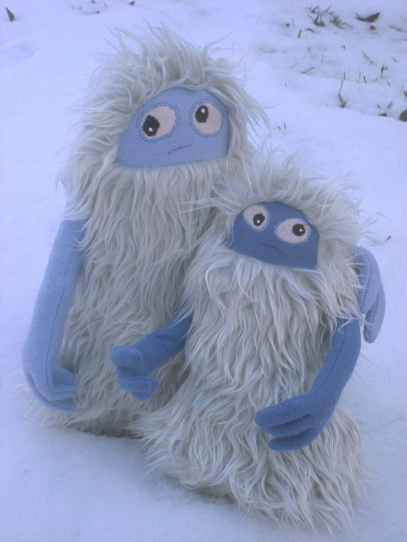 [two_yetis.jpg]