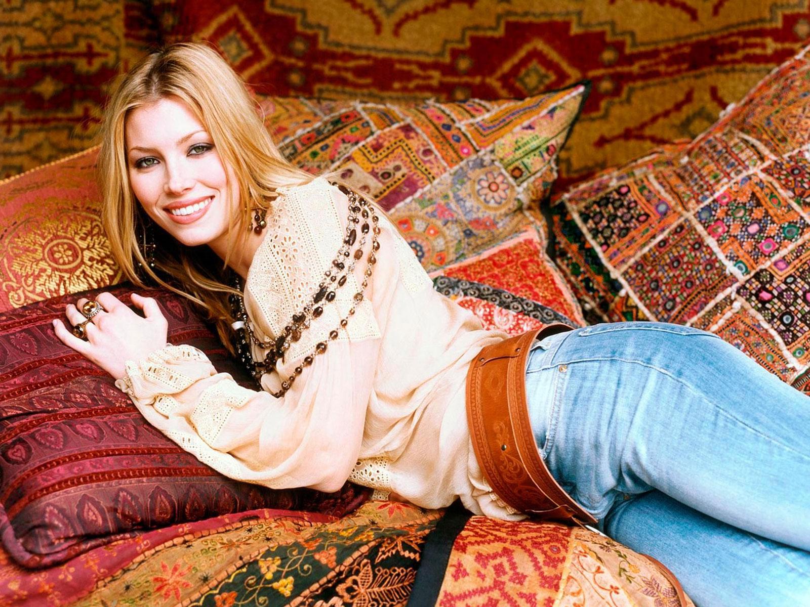 http://1.bp.blogspot.com/_GHIEHD4J-V8/TKw57I2-z1I/AAAAAAAAB8k/qoD5__S2BD0/s1600/Jessica-Biel-HQ-Wallpaper-2.jpg