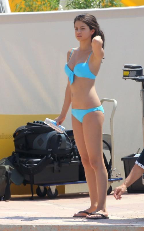 selena gomez bikini 2010. Selena Gomez in ikini