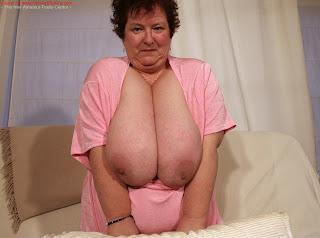 tits Granny saggy oma
