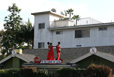 Supremes Valentine's roof display