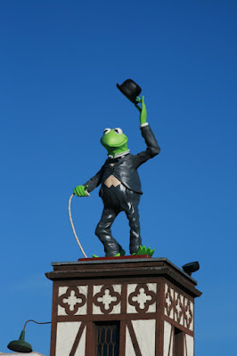 Kermit the frog muppet statue