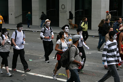 Bay to Breakers Mimes 2010