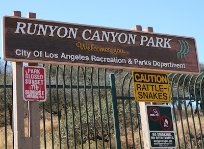 Runyon Canyon Park Mulholland entrance