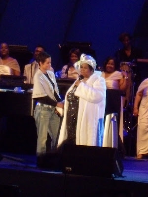 Halle Berry on stage with Aretha Franklin Hollywood Bowl Jun 09