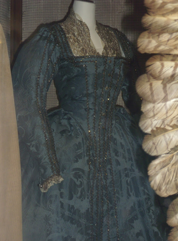 Elizabeth The Golden Age dress detail