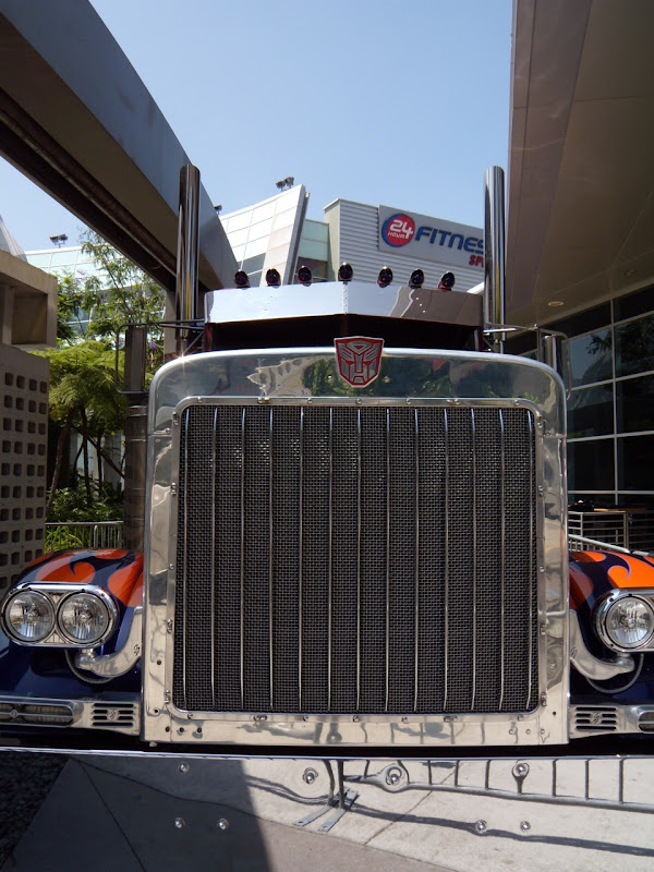 Transformers 2 Optimus Prime truck front view