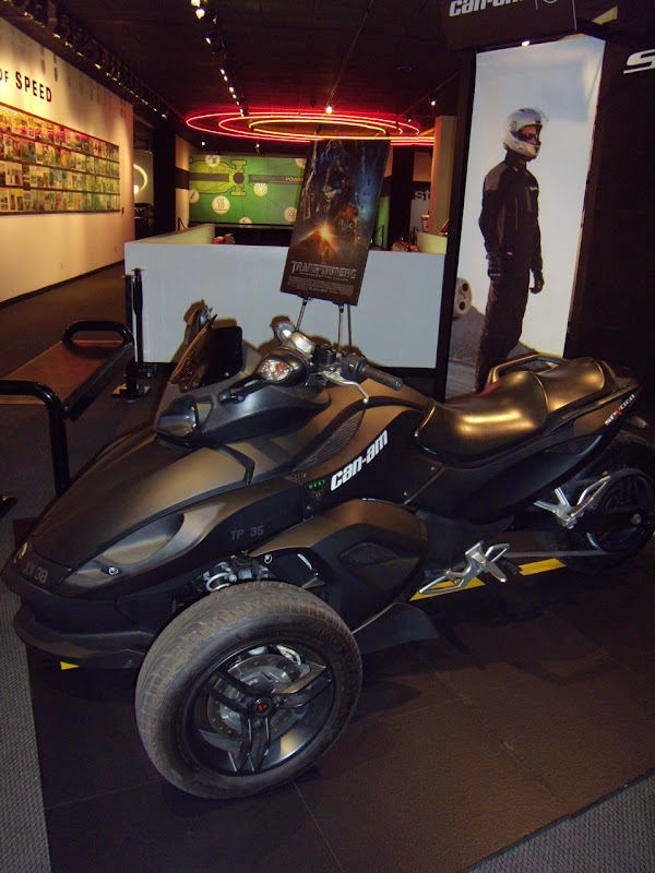 Can Am Spyder Roadster. BRP Can-Am Spyder Roadster