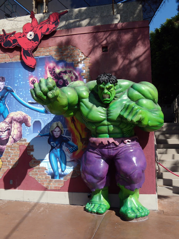 Hulk statue at Universal Studios Hollywood
