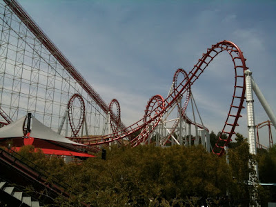 Viper rollercoaster Six Flags Magic Mountain