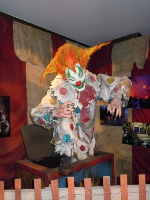 Halloween Horror Nights creepy clown Universal
