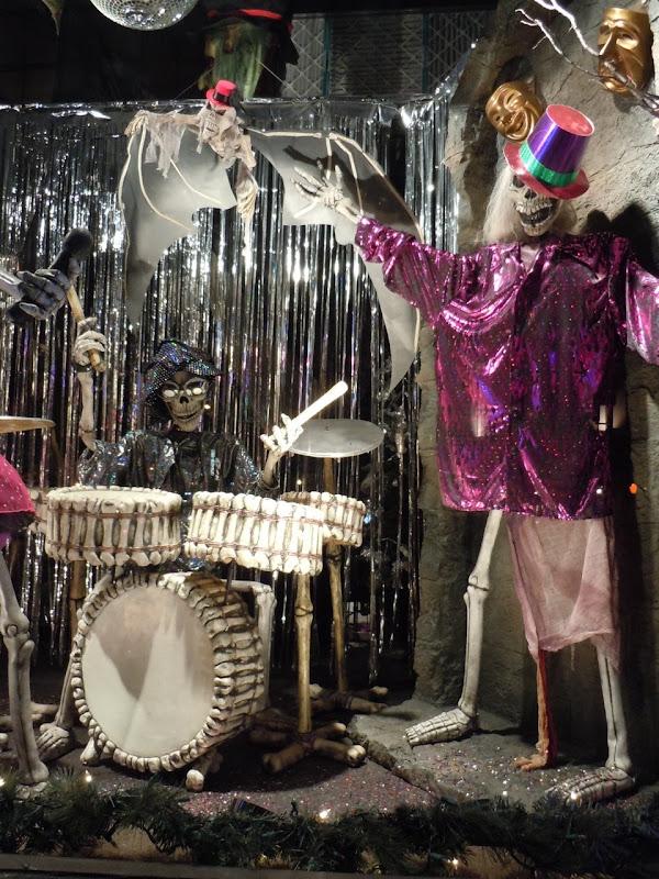 Skeleton holidays drummer