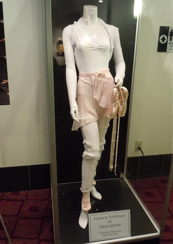 Natalie Portman's Black Swan ballet outfit
