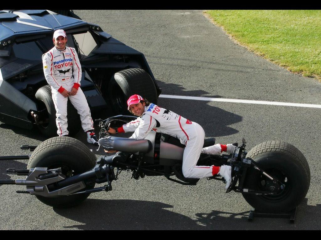 2008-Toyota-TF108-and-Dark-Knight-Batmobile-Jarno-Trulli-and-Timo-Glock-posing-5-1024x768.jpg