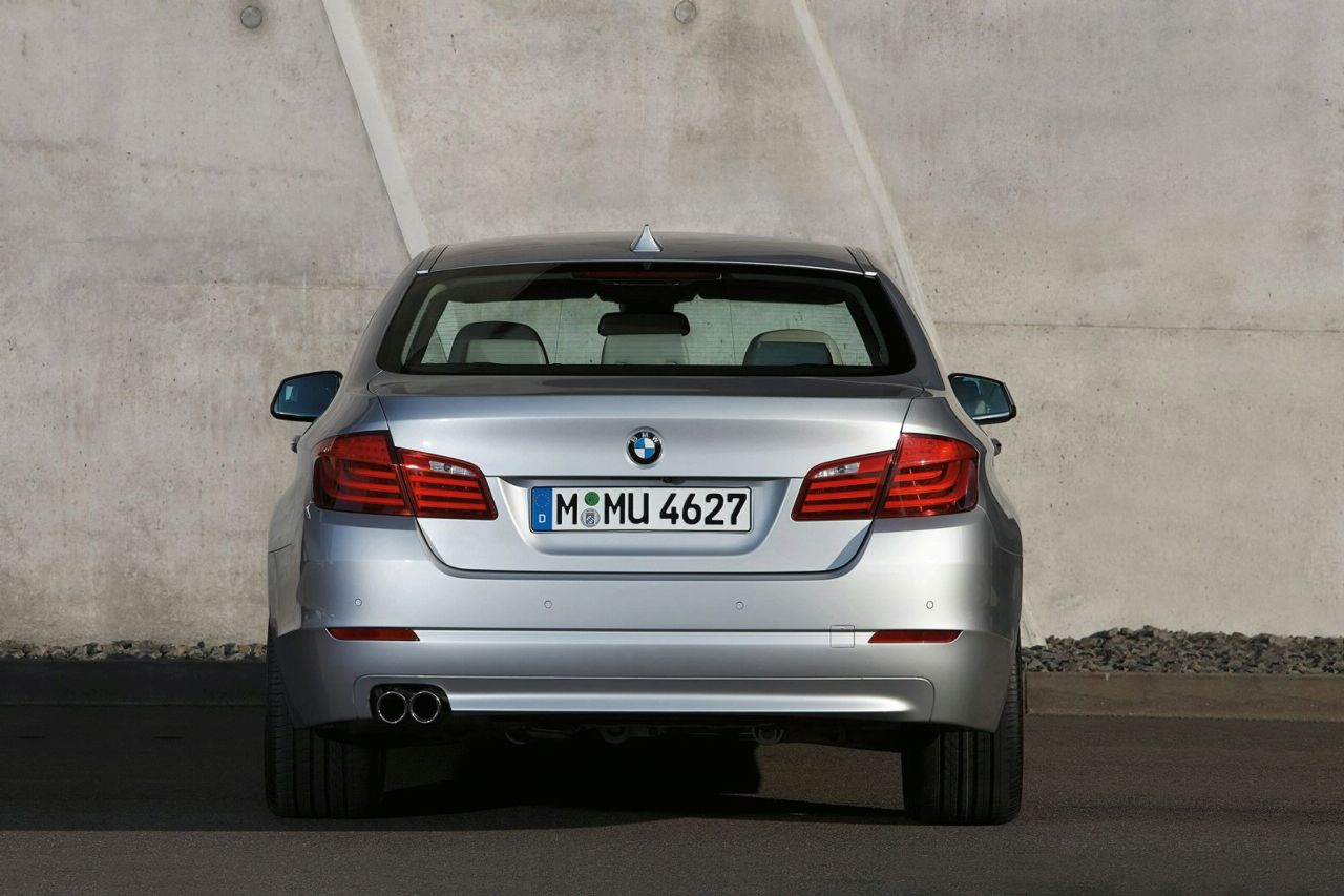 Cars Prices India: 2011 BMW 5 Series xDrive Sedan Pictures