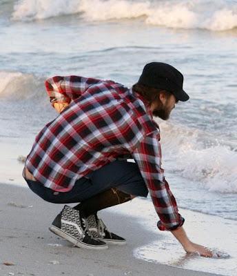 Jared leto hizo alarde de su único modelo de ropa de playa durante el