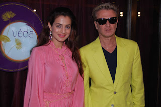 Ameesha with Rohit Bal