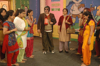 Rishi and Neetu Kapoor on the sets of Tarak Mehta Ka Ooltah Chashma to promote their Do Doni Chaar movie
